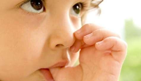 Смукане на палеца и как да се справим с него